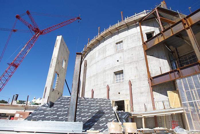 Hancher+Auditorium+construction+continues+on+Wednesday+Oct.+8%2C+2014.+The+new+UI+building+is+set+to+open+Fall+2016.+%28Daily+Iowan%2FCourtney+Hawkins%29
