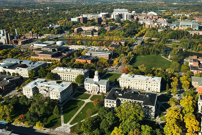 The+University+of+Iowa+Campus+looking+west+from+Old+Capitol+and+the+Pentacrest.