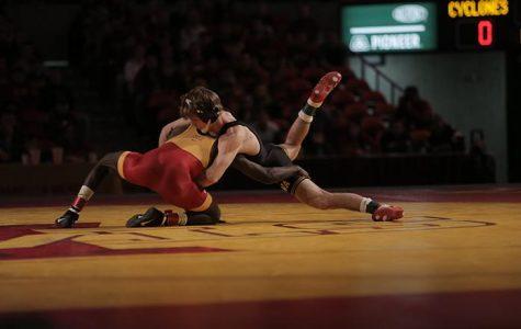 No. 3 Hawkeye wrestlers dominate Iowa State