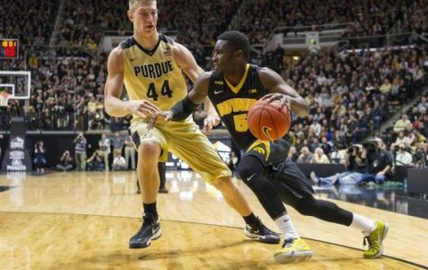 Hawkeyes rally to stun No. 14 Purdue