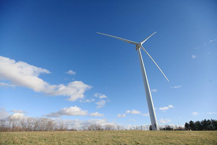 A+wind+turbine+generates+power+in+Cedar+Rapids+on+Thursday%2C+Dec.+10%2C+2015.+The+turbine+is+located+on+the+Kirkwood+Community+College+campus.+%28File+photo%2FThe+Daily+Iowan%29
