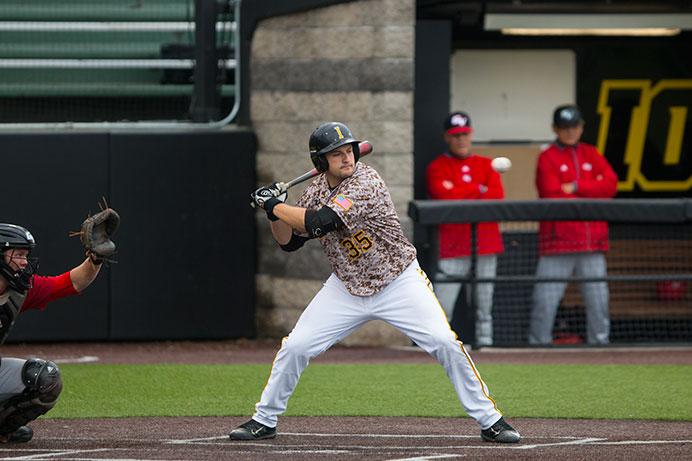 Slew of late runs lifts Hawkeye baseball