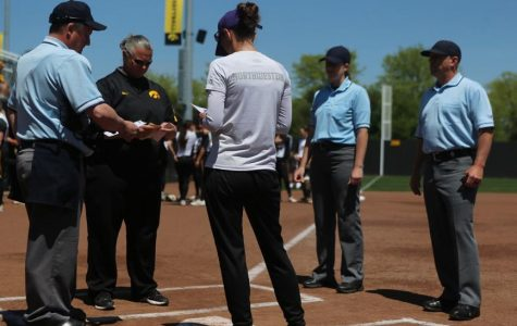 Iowa softball to hold walk-on tryouts