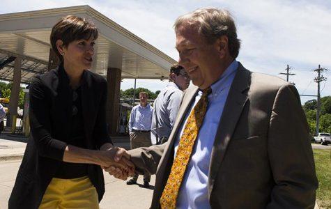 Reynolds visits UI, talks renewable energy