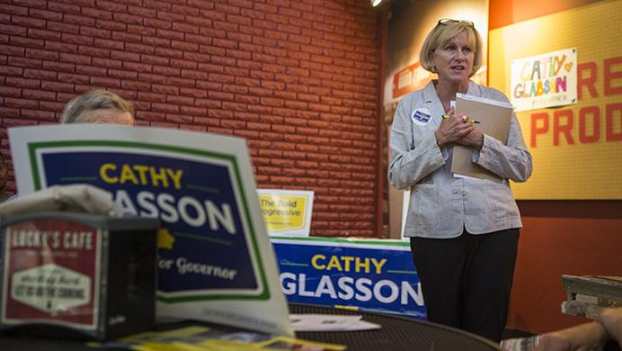 Democratic+hopeful+Cathy+Glasson+speaks+during+an+event+at+Lucky%27s+Market+in+Iowa+City+on+Wednesday%2C+July+12%2C+2017.+Glasson+believes+Iowans+from+across+the+political+spectrum+can+be+unified.+%28Ben+Smith%2FThe+Daily+Iowan%29