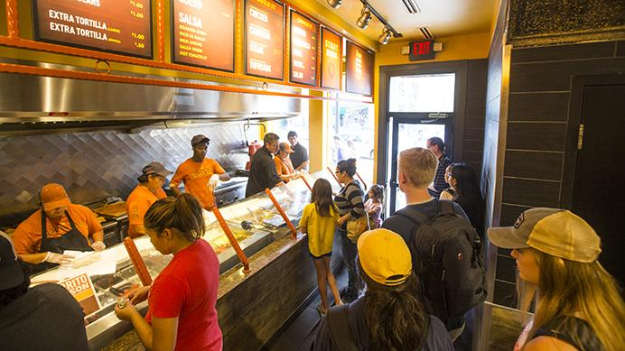 Community+members+wait+in+line+in+Pancheros+on+Tuesday.+Pancheros+has+celebrated+its+25th+anniversary+all+month+with+promotions+such+as+free+queso+on+its+anniversary+and+%241+burritos+at+its+downtown+location+Tuesday.+%28Joseph+Cress%2FThe+Daily+Iowan%29