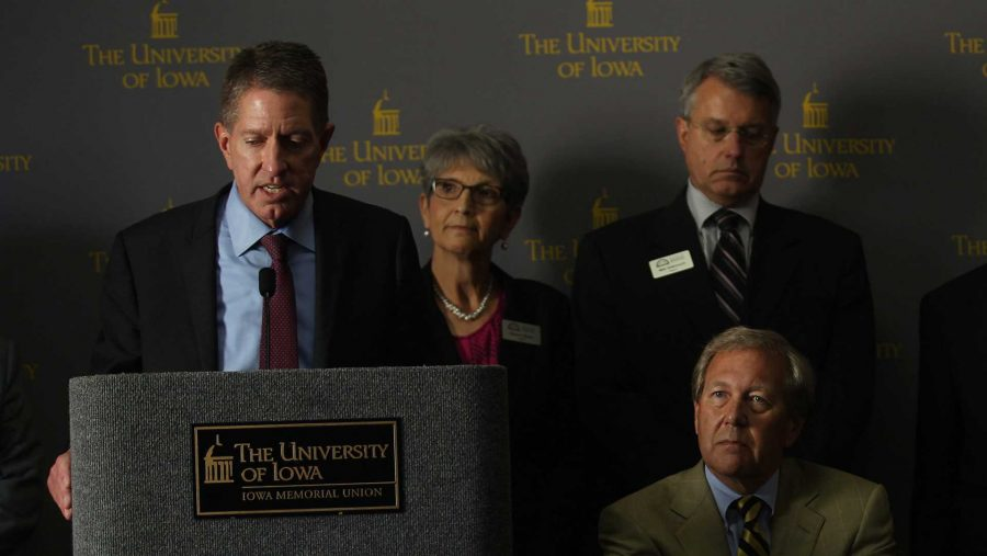 Former+state+Board+of+Regents+President+Bruce+Rastetter+announces+the+appointment+of+Bruce+Harreld+as+the+new+UI+president+during+a+meeting+in+the+IMU+on+Sept.+3%2C+2015.+Harreld+is+the+21st+president+of+the+UI.+