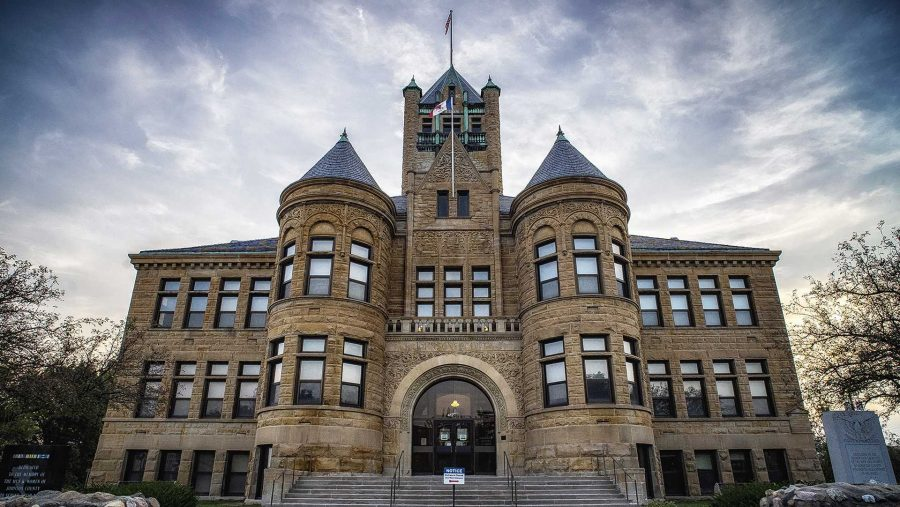 The+Johnson+County+Courthouse+as+seen+on+12+Sept.+2017.+The+structure+has+served+as+an+Iowa+City+landmark+since+its+completion+in+1901.+%28James+Year%2FThe+Daily+Iowan%29