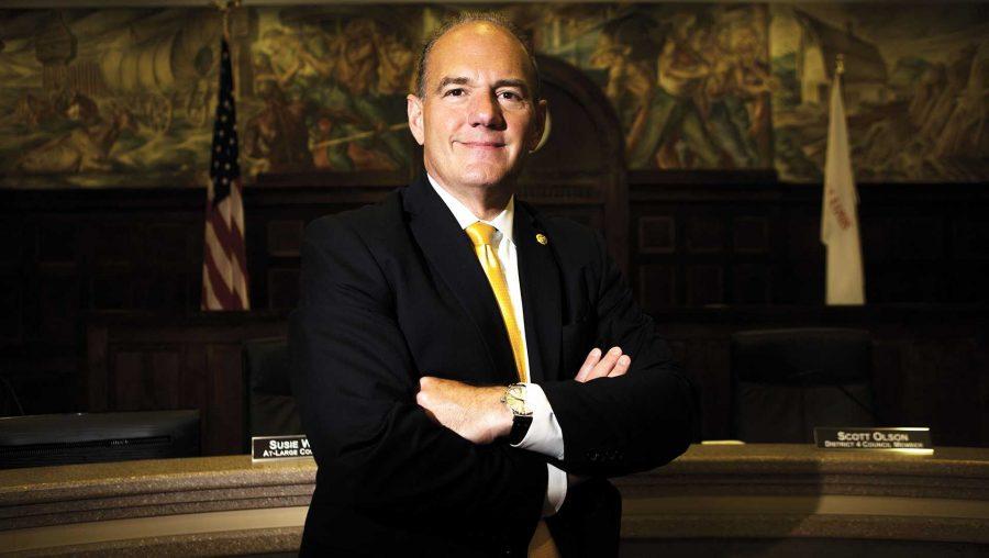 Cedar+Rapids+Mayor+Ron+Corbett+poses+for+a+portrait+on+Tuesday%2C+July+11%2C+2017.+Corbett+calls+himself+an+underdog+in+the+2018+Iowa+Republican+primary+for+governor.+%28Joseph+Cress%2FThe+Daily+Iowan%29