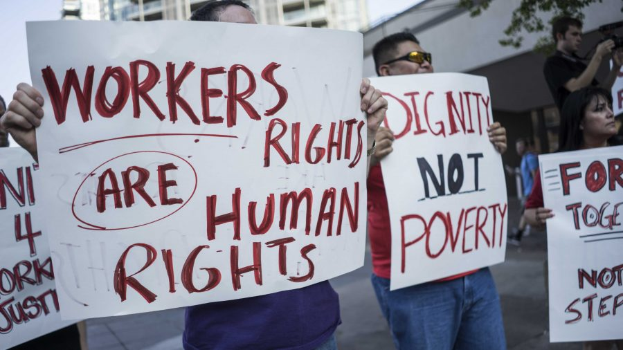 People+participate+in+a+workers%27+rights+protest+on+the+Ped+Mall+on+Thursday%2C+Sept.+14%2C+2017.+Rally+members+advocated+for+higher+minimum+wage+in+protest+of+the+state%27s+decision+to+regulate+county+minimum+wage+laws+last+year.+%28Ben+Smith%2FThe+Daily+Iowan%29