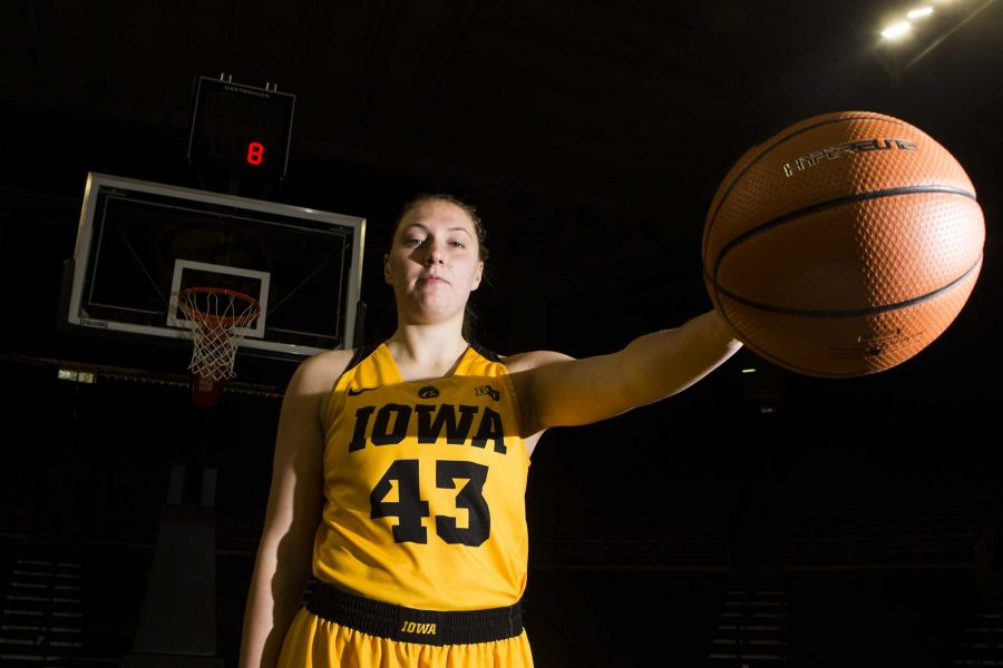 Iowa+sophomore+center+Amanda+Ollinger+poses+for+a+portrait+during+the+women%27s+basketball+media+in+Carver-Hawkeye+Arena+on+Monday%2C+Oct.+23%2C+2017.++%28Joseph+Cress%2FThe+Daily+Iowan%29