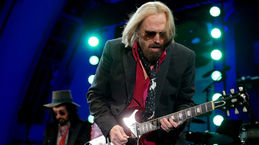 Legendary+classic+rocker+Tom+Petty+performs+with+the+Heartbreakers+at+the+Hollywood+Bowl+on+Thursday+night%2C+Sept.+21%2C+2017.+%28Luis+Sinco%2FLos+Angeles+Times%2FTNS%29