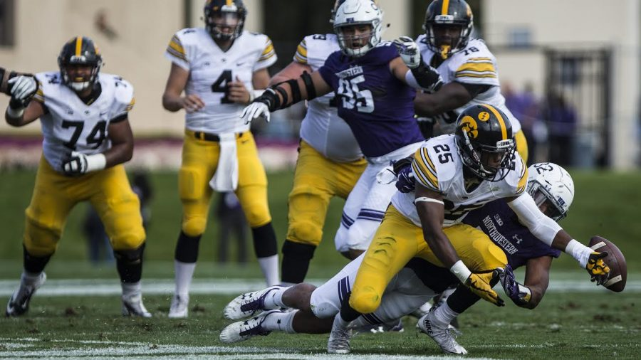 Iowa+running+back+Akrum+Wadley+misses+a+pass+from+quarterback+Nate+Stanley+during+the+game+between+Iowa+and+Northwestern+at+Ryan+Field+in+Evanston+Oct.+21%2C+2017.+%28Ben+Smith%2FThe+Daily+Iowan%29
