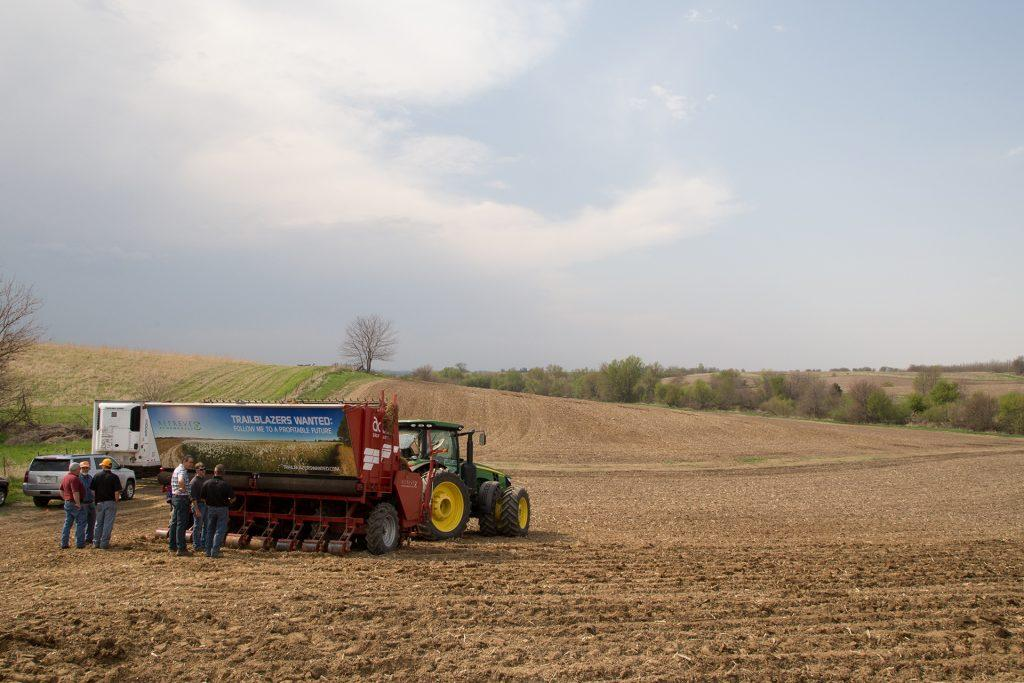 FILE+-+A+miscanthus+planter+is+prepared+to+plant+minscanthus+on+a+13-acre+farm+on+Highway+1+as+part+of+the+University+of+Iowa%27s+Biomass+Field+Planting+Day.++The+University+hopes+to+use+biomass+such+as+miscanthus+to+lessen+the+amount+of+coal+used+in+it%27s+power+plant.+%28The+Daily+Iowan%2F+Tyler+Finchum%29