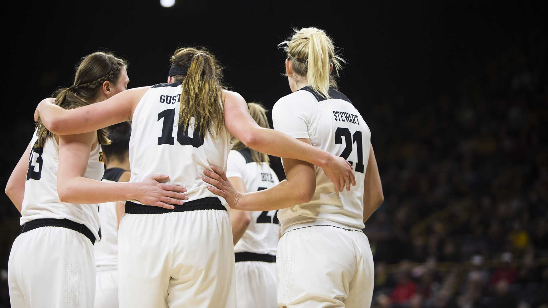Women's basketball loses Martin for 2018-19