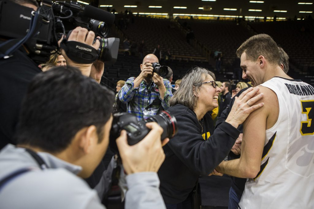Iowa+fans+congratulate+Jordan+Bohannon+%283%29+after+the+Senior+Day+men%27s+basketball+game+between+Iowa+and+Northwestern+at+Carver-Hawkeye+Arena+on+Sunday%2C+Feb.+25%2C+2018.+The+Hawkeyes+defeated+the+Wildcats+77-70.+%28Ben+Allan+Smith%2FThe+Daily+Iowan%29