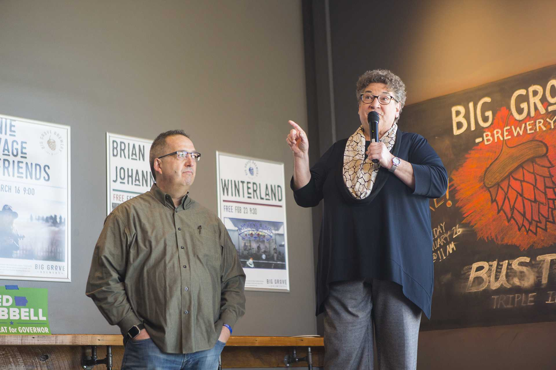 Rep. Mary Mascher, D-Iowa City, introduces Iowa Democratic gubernatorial candidate Fred Hubbell alongside Johnson Country sheriff Lonny Pulkrabek at Big Grove Brewery and Taproom on Sunday, Feb. 4, 2018. (Lily Smith/The Daily Iowan)