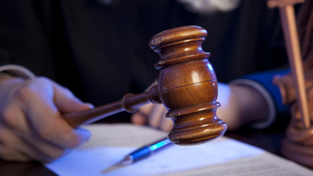 Male+judge+in+a+courtroom+striking+the+gavel+%28Dreamstime%2FTNS%29