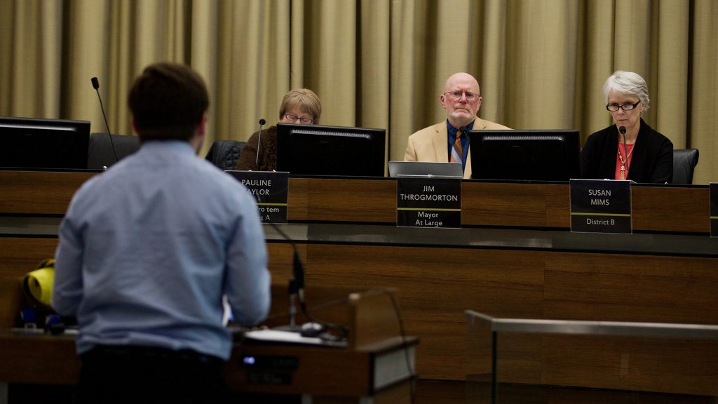 Members+of+Iowa+City+CIty+Council+hold+a+meeting+on+Tuesday%2C+Mar.+6%2C+2018.+Council+members+discussed+the+2019+fiscal+year%2C+including+topics+regarding+Riverfront+Crossings+Parks%2C+asphalt+resurfacing%2C+and+rezoning.+%28The+Daily+Iowan%2FOlivia+Sun%29