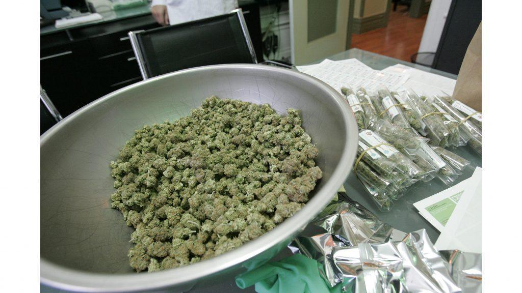 Medical+grade+marijuana+in+a+June+25%2C+2009%2C+file+image+at+The+Green+Cross+dispensary+in+San+Francisco.+%28Maria+J.+Avila%2FBay+Area+News+Group%2FTNS%29