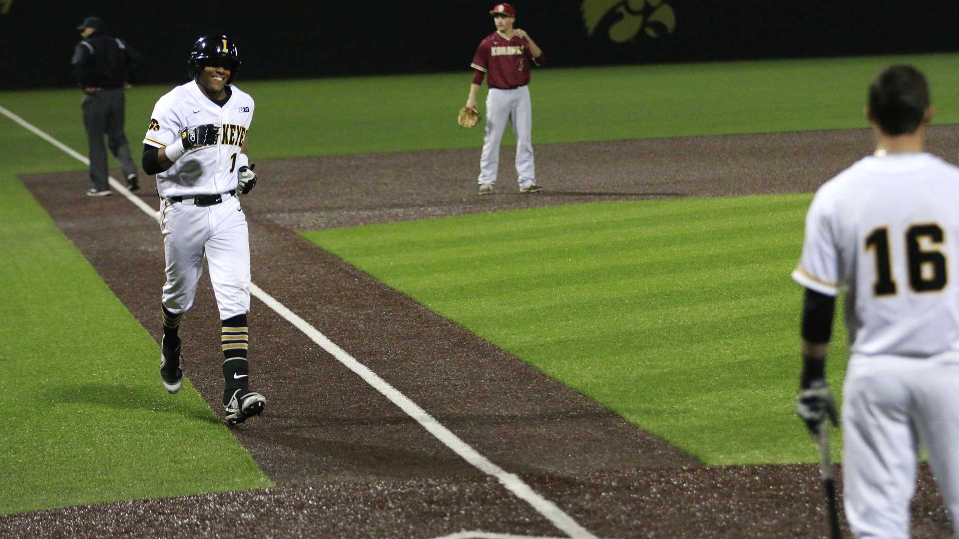 Elion's cycle leads Iowa's baseball over Coe