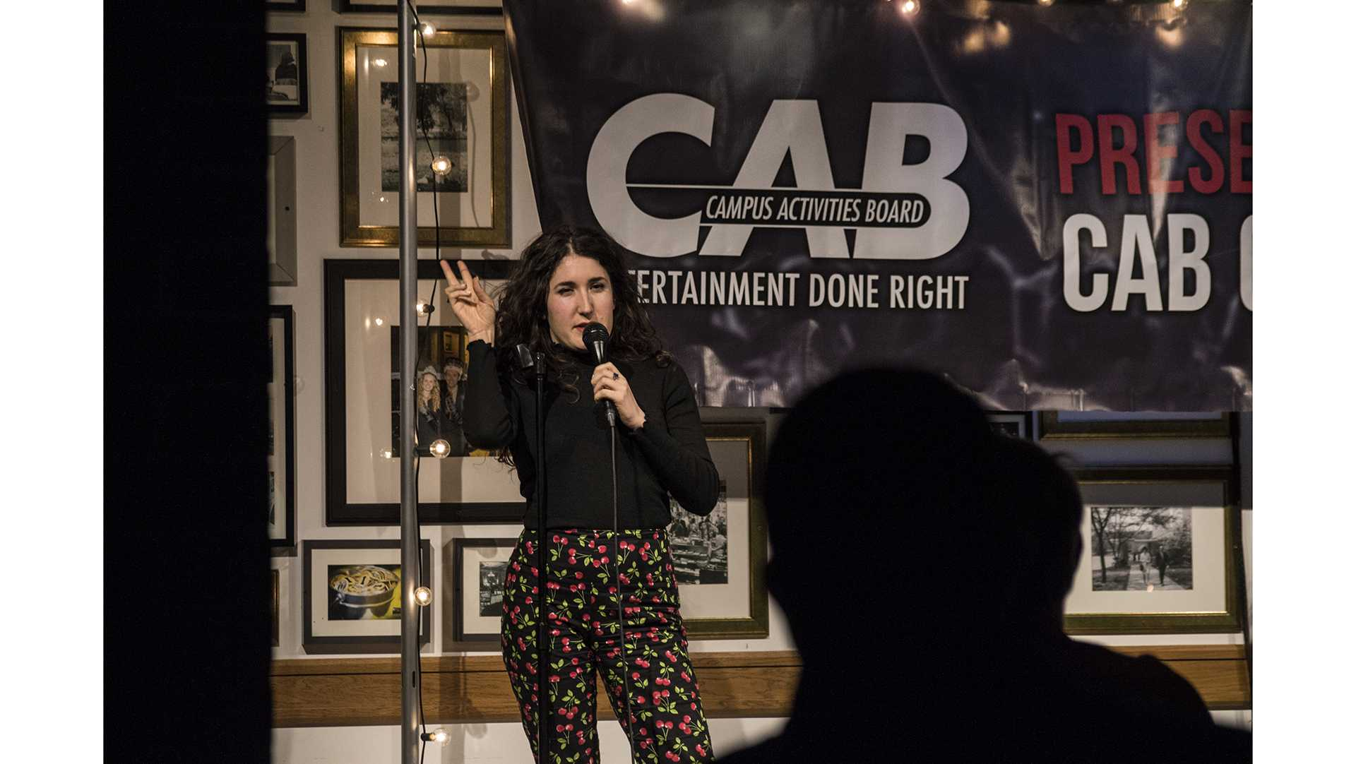 Comedian Kate Berlant performans experimental comedy for UI students