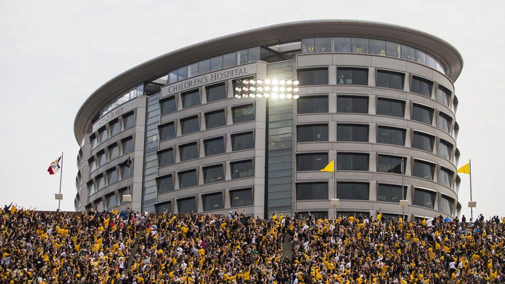 Iowa+fans+wave+to+kids+in+the+Stead+Family+Children%27s+Hospital+during+an+NCAA+football+game+between+Iowa+and+Wyoming+in+Kinnick+Stadium+on+Saturday%2C+Sept.+2%2C+2017.+The+Hawkeyes+defeated+Wyoming%2C+24-3.+%28Joseph+Cress%2FThe+Daily+Iowan%29