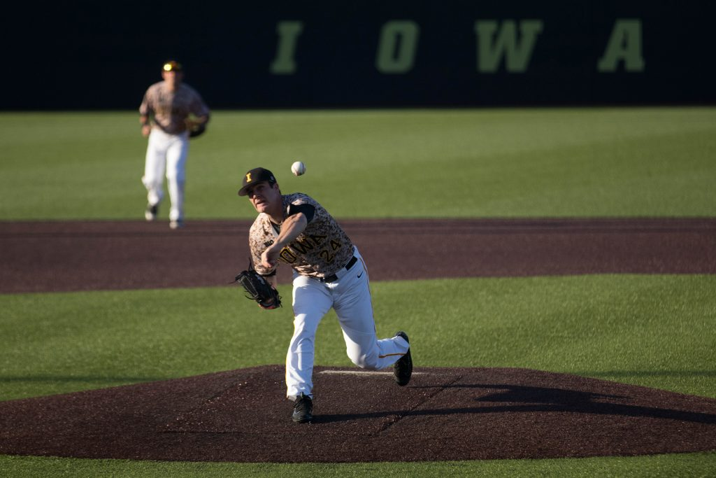 Nick+Allgeyer+pitches+during+Iowa%27s+game+against+Oklahoma+State+at+Banks+field+on+May+4%2C+2018.+The+Hawkeyes+were+defeated+7-6.+%28Megan+Nagorzanski%2FThe+Daily+Iowan%29