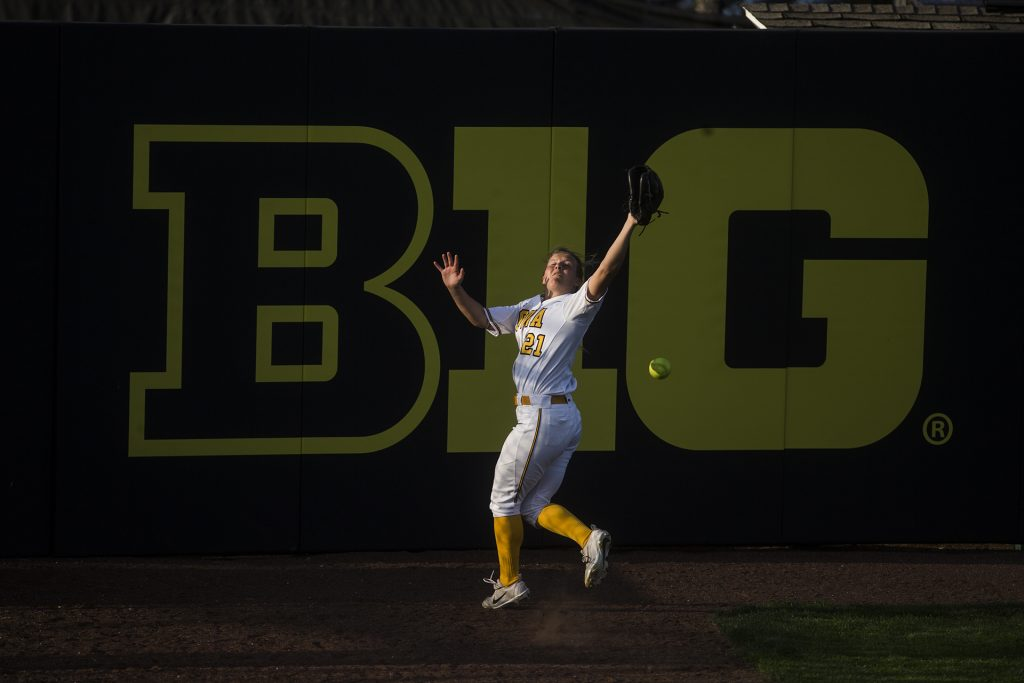 Iowa+outfielder+Havyn+Monteer+misses+a+fly+ball+in+right+field+during+the+NCAA+women%27s+softball+game+between+Iowa+and+Purdue+at+Bob+Pearl+Softball+Field+on+Friday%2C+May+4%2C+2018.+The+Hawkeyes+lost+to+the+Boilermakers+1-3.+%28Ben+Allan+Smith%2FThe+Daily+Iowan%29