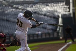Baseball goes 1-1 in doubleheader against Nebraska
