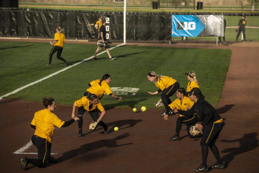 The+Iowa+softball+team+warms+up+before+Iowa%C3%95s+Big+Ten+tournament+game+against+Ohio+State+at+the+Goodman+Softball+complex+in+Madison%2C+WI.+The+Hawkeyes+defeated+the+Buckeyes+5-1.+%28Nick+Rohlman%2FThe+Daily+Iowan%29