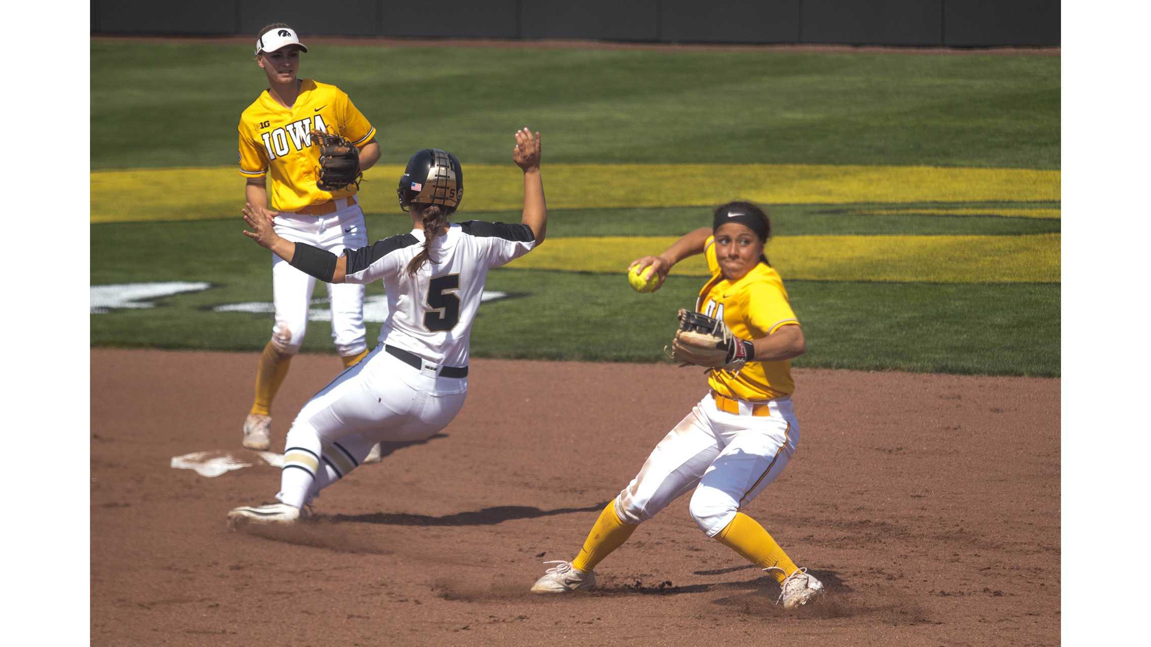 Photos: Iowa softball vs. Purdue (05/05/18)