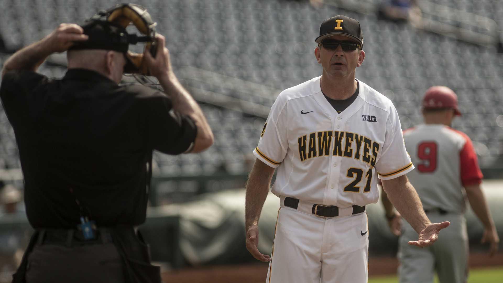 Bone-dry bats send Hawkeye baseball packing