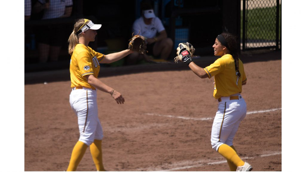 Lea+Thompson+high+fives+teammate+during+Iowa%27s+game+against+Purdue+at+Pearl+Field+on+May+5%2C+2018.+The+Hawkeyes+were+defeated+9-0.+%28Megan+Nagorzanski%2FThe+Daily+Iowan%29