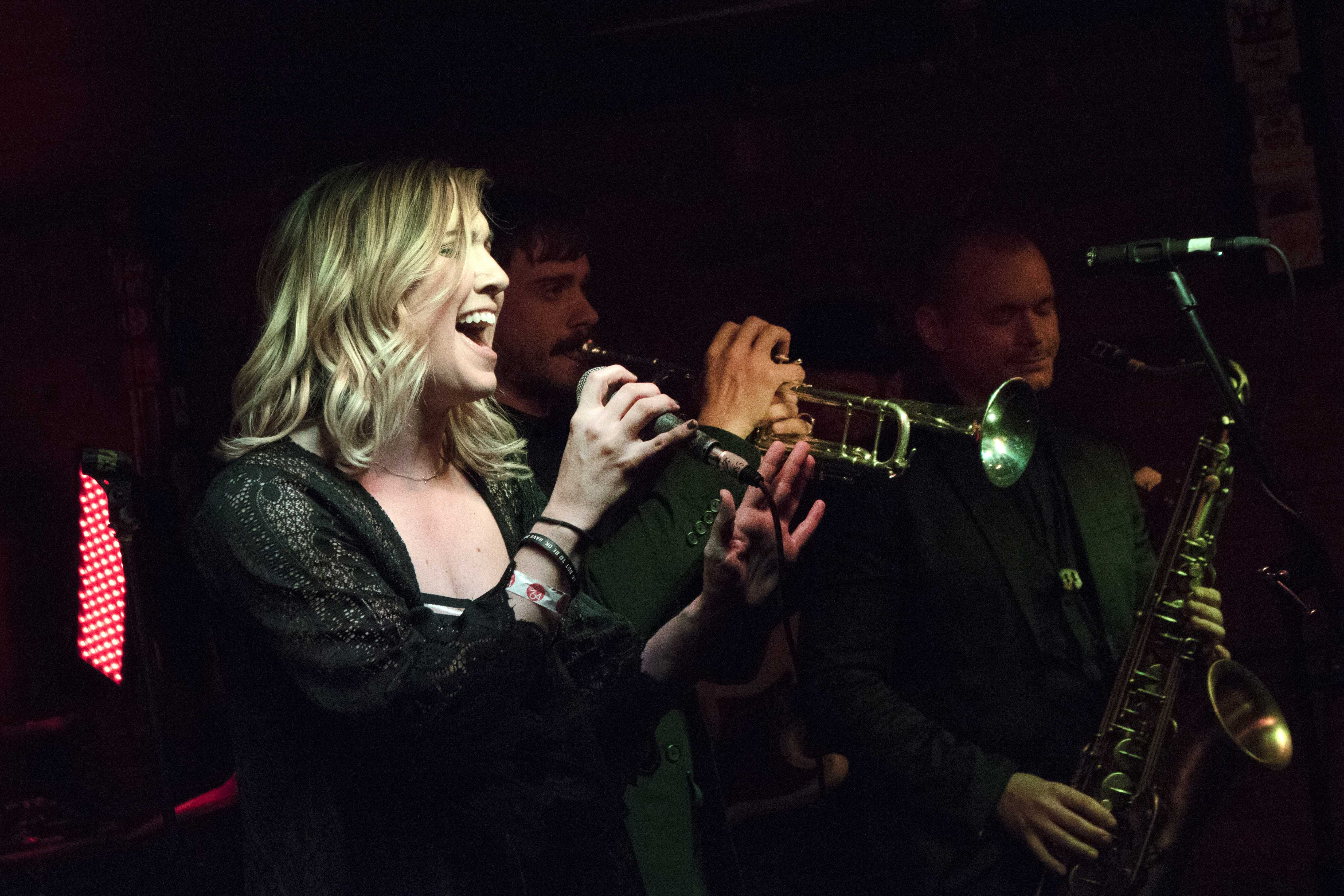 Stefanie Berecz sings onstage. The Right Now is heading the Yacht Club on Saturday, May 5, 2018. (Yue Zhang/The Daily Iowan)