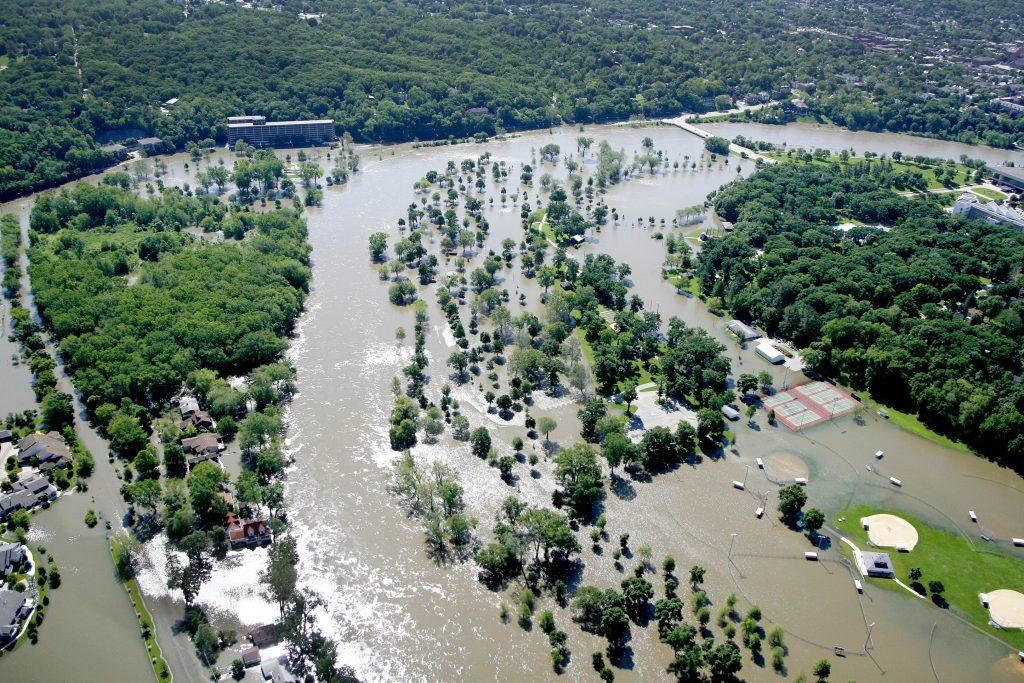 Floodwaters+engulf+Lower+City+Park+on+Tuesday%2C+June+10%2C+2008.+%28File+photo%2FThe+Daily+Iowan%29