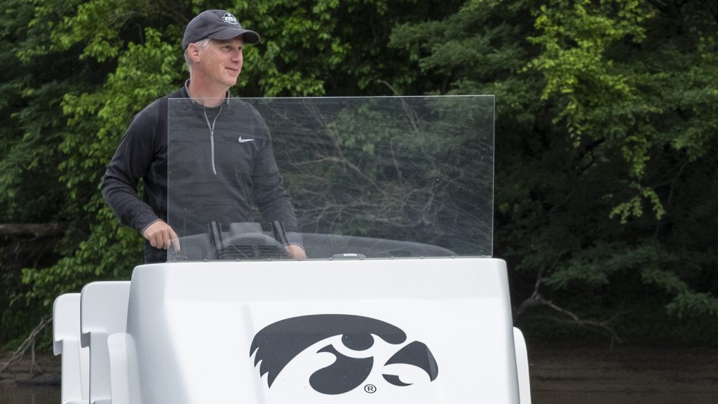 Iowa+Rowing+Head+Coach+Andrew+Carter+follows+the+team+during+a+practice+on+June+7%2C+2018.+%28Nick+Rohlman%2FThe+Daily+Iowan%29