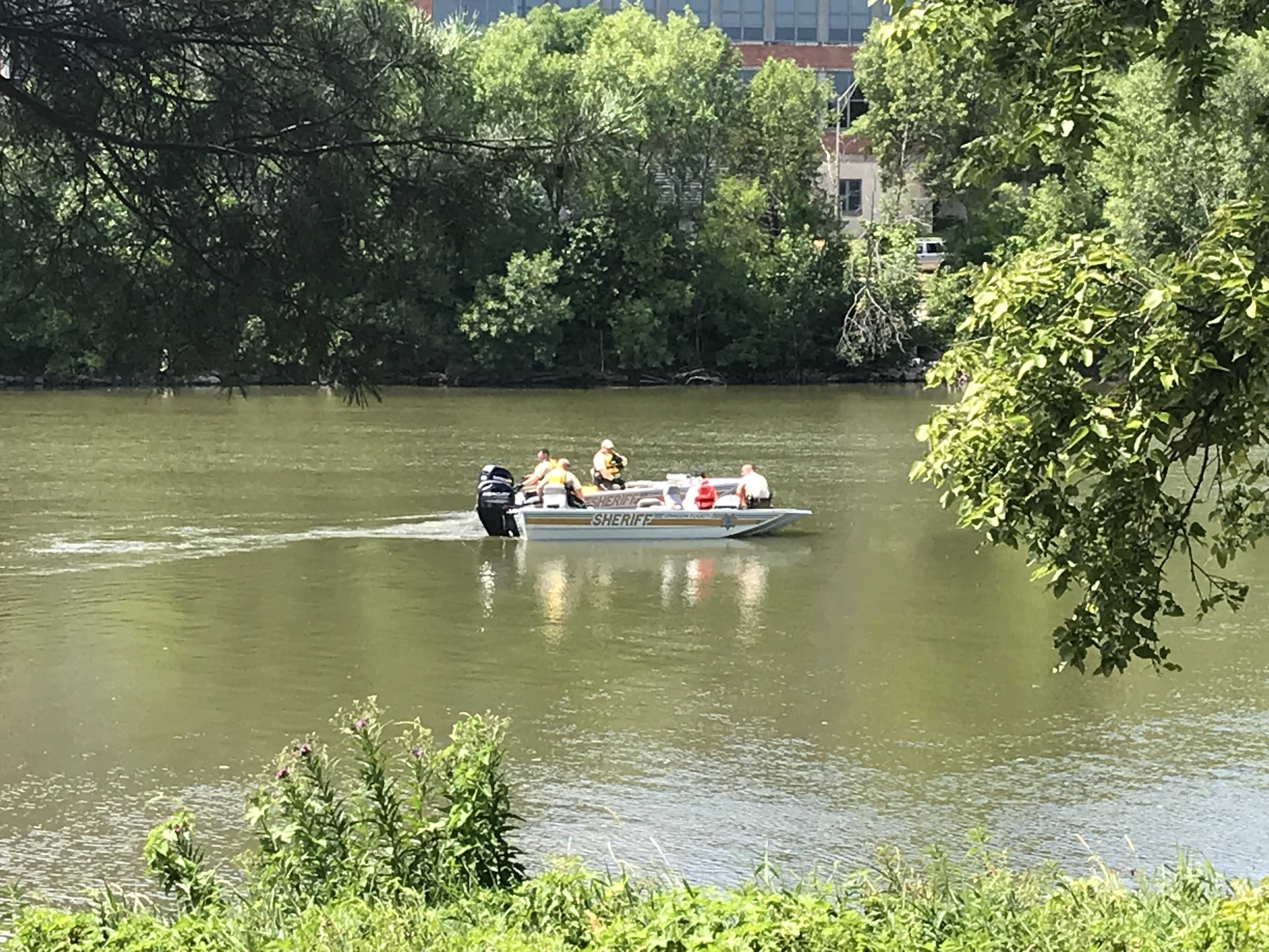 Johnson County Sheriffs pull a dead body up the Iowa River on Tuesday, July 17. (Gage Miskimen/The Daily Iowan)