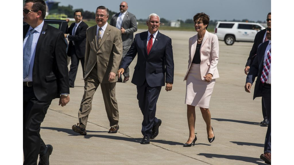 U.S.+Representative+Rod+Blum%2C+Vice+President+Mike+Pence+and+Iowa+Governor+Kim+Reynolds+great+supporters+at+the+Eastern+Iowa+Airport+in+Cedar+Rapids%2C+IA+on+Wednesday%2C+July+11%2C+2018.+%28Nick+Rohlman%2FThe+Daily+Iowan%29
