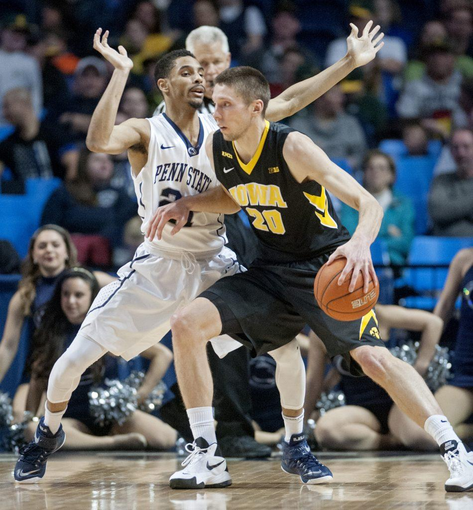 Iowa%27s+Jarrod+Uthoff%2C+right%2C+works+off+the+dribble+against+Penn+State%27s+Isaiah+Washington+on+Wednesday%2C+Feb.+17%2C+2016%2C+at+the+Bryce+Jordan+Center+in+University+Park%2C+Pa.+The+Nittany+Lions+upset+Iowa%2C+79-75.+%28Abby+Drey%2FCentre+Daily+Times%2FTNS%29