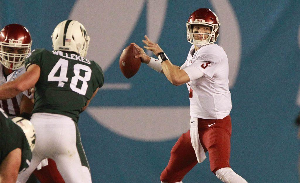 Washington+State+quarterback+Tyler+Hilinski%2C+right%2C+looks+to+pass+against+Michigan+State+during+the+Holiday+Bowl+at+SDCCU+Stadium+in+San+Diego+on+Dec.+28%2C+2017.+%28Hayne+Palmour+IV%2FSan+Diego+Union-Tribune%2FTNS%29