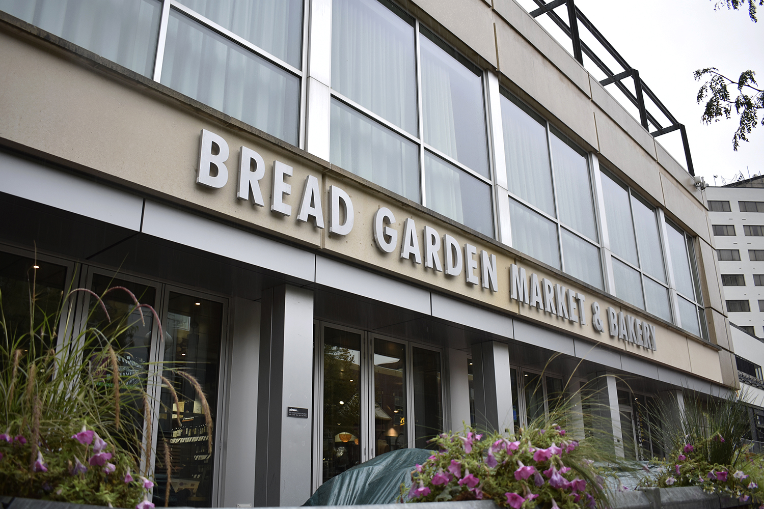 The exterior of Bread Garden Market in downtown Iowa City is seen on Wednesday, Sept. 5, 2018. The Java Houses in University of Iowa will soon all be replaced by Bread Gardens.