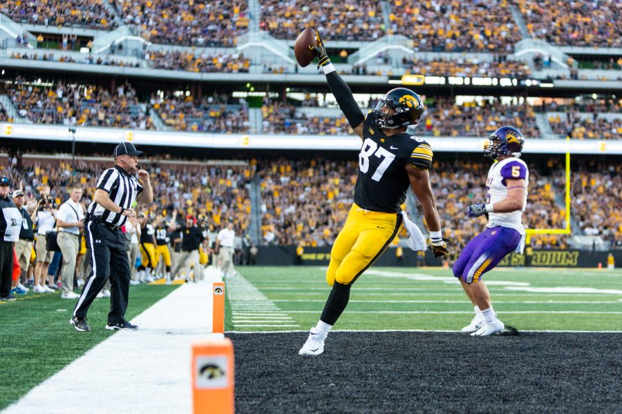 Iowa+tight+end+Noah+Fant+celebrates+as+he+crosses+the+goal+line+in+the+first+quarter+of+a+football+game+against+Northern+Iowa+at+Kinnick+Stadium+on+Satruday%2C+Sep.+15%2C+2018.+At+halftime%2C+the+Hakeyes+led+the+Panthers+21-0.+%28David+Harmantas%2FThe+Daily+Iowan%29