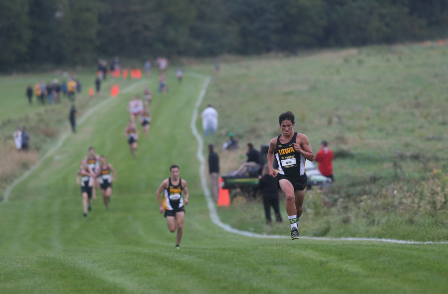 Hawkeye+runner+Daniel+Soto+sprints+towards+the+finish+line+in+2nd+place+at+Ashton+Cross+Country+Course+on+Oct.+1%2C+2016.