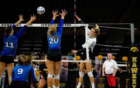Iowa volleyball continues hot streak, beats Cyclones