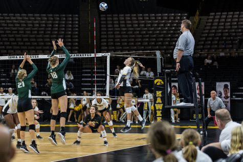 Hawkeye volleyball freshmen filling roles