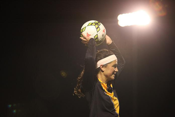 Iowa+forward+Nicole+Urban+searches+for+teammates+to+toss+the+ball+to+at+the+Iowa+Soccer+Complex+on+Friday%2C+Oct.+17%2C+2014.+The+Hawkeyes+beat+the+Indiana+Hoosiers%2C+1-0.+%28The+Daily+Iowan%2FRachael+Westergard%29