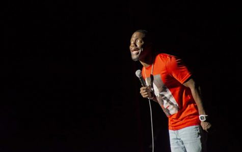 Kevin Hart draws crowd