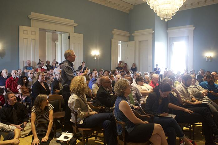 University+of+Iowa+faculty+gather+for+an+emergency+meeting+inside+the+Old+Capitol+building+Tuesday.+The+group+discussed+calling+for+a+no-confidence+vote+in+the+state+Board+of+Regents.+%28The+Daily+Iowan%2FCarly+Matthew%29