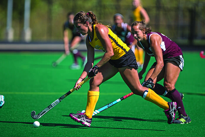 Hawkeye+senior+Isabella+Licciardello+moves+downfield+during+a+match+against+Missouri+State+on+Sunday%2C+Sept.+20%2C+2015.+Licciardello+scored+her+first+goal+of+the+season+in+the+win.+The+Hawkeyes+defeated+Missouri+State+2-0.+%28The+Daily+Iowan%2FSergio+Flores%29